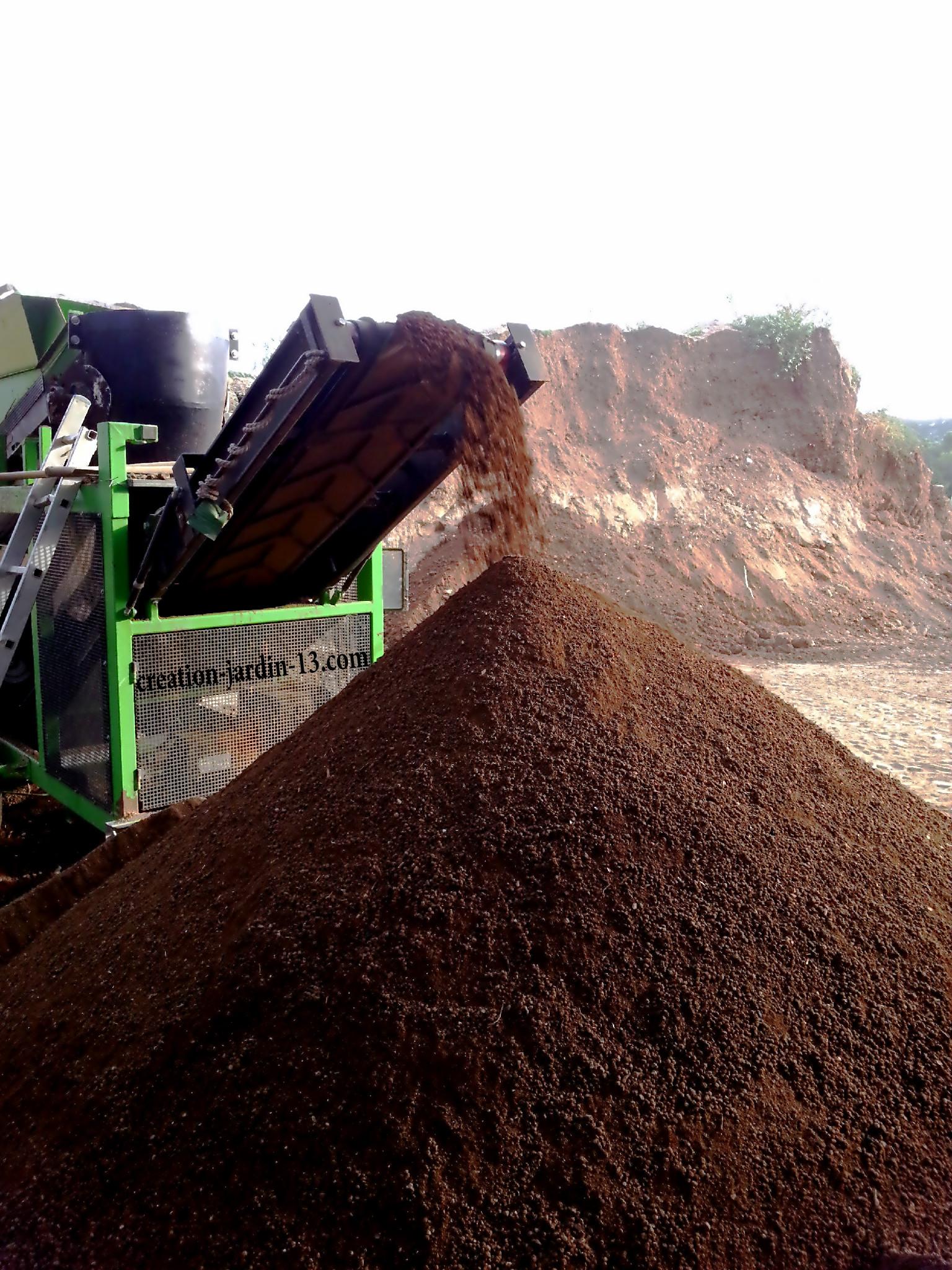Comment pr parer le sol avant la pose de gazon en plaque for Tarif creation gazon